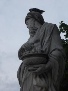 paris statue man pigeon