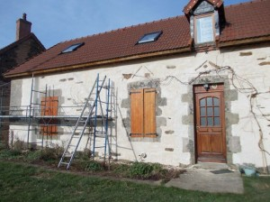 The work on the houses is ongoing. Chris recently finished 'buttering' the front of one of the houses.